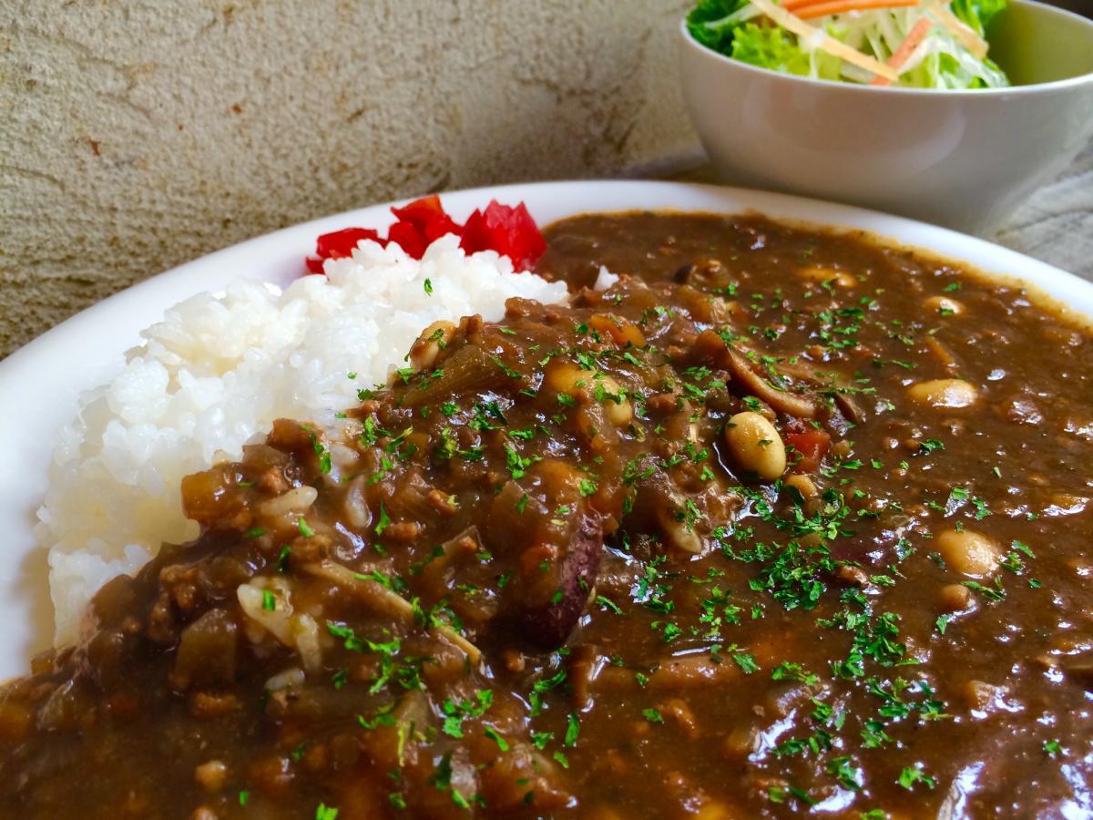 豆とキノコのひき肉カレー