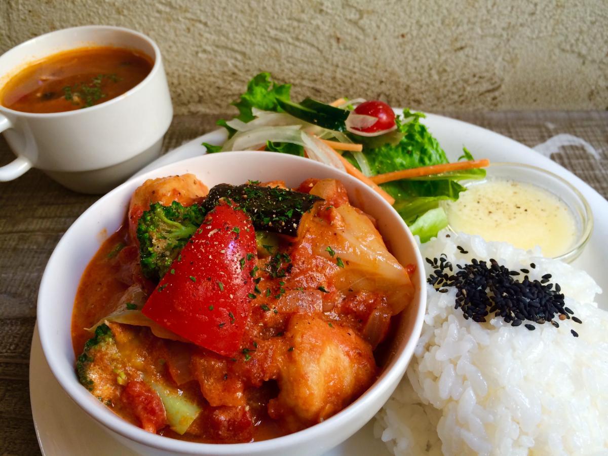チキンと野菜のトマトクリーム煮のプレート