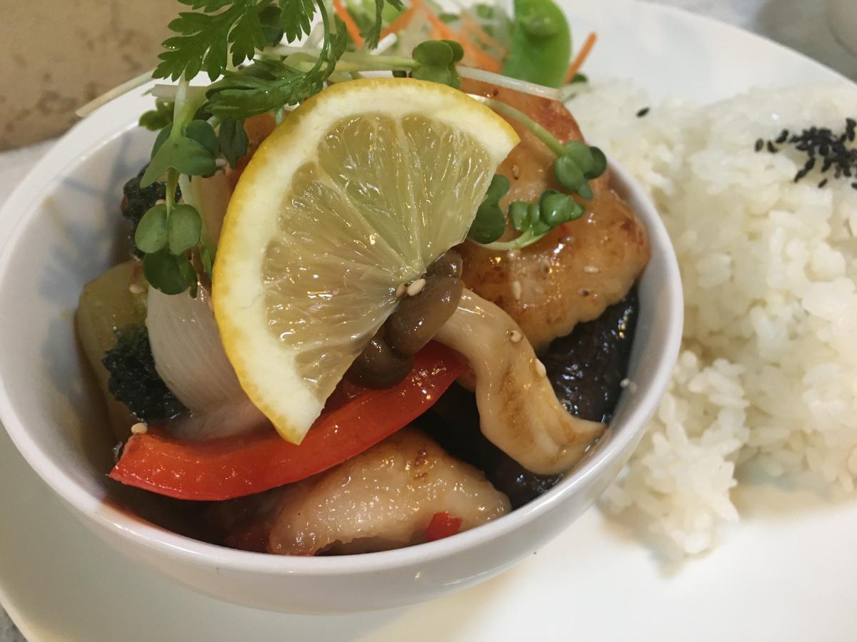 チキンと野菜のスイートチリマヨ炒めのプレート