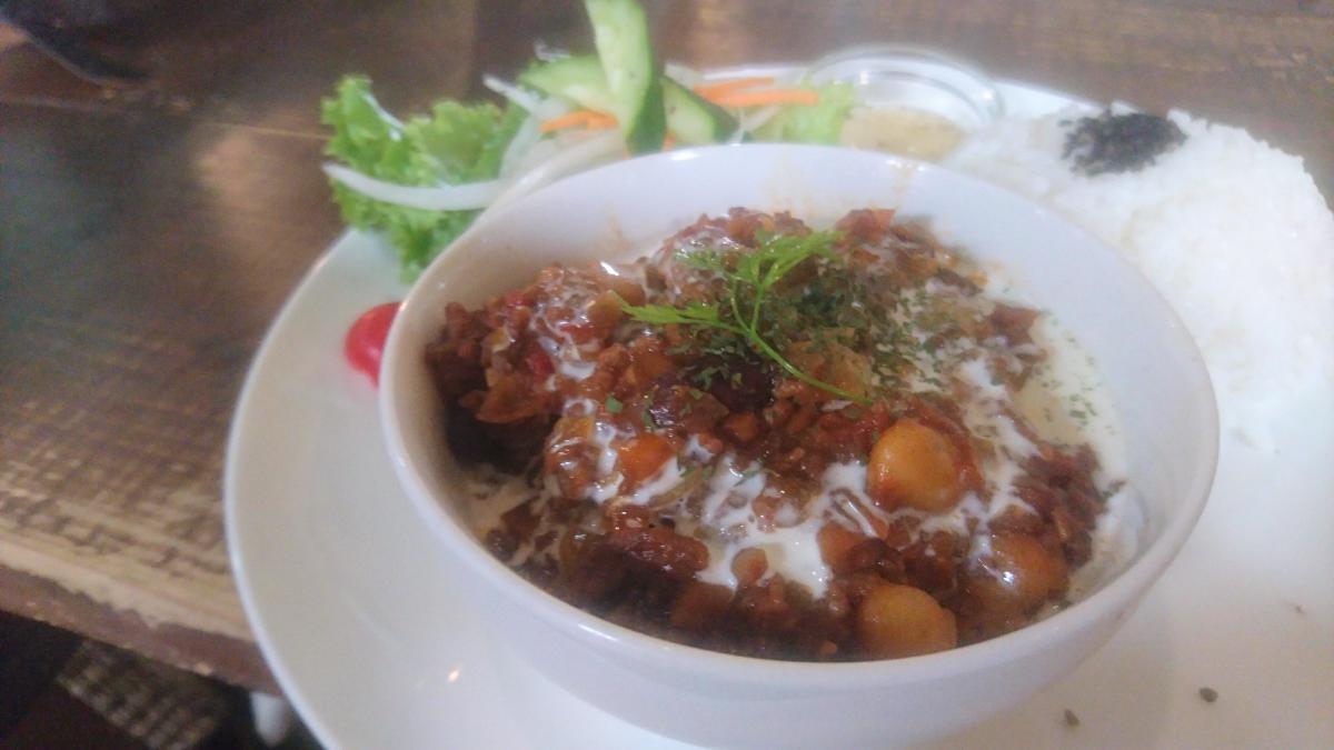 豆とひき肉のチリコンカンのプレート 1 -1