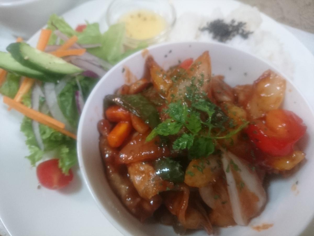 彩り野菜と炒めたポークチャップのプレート 37 -1