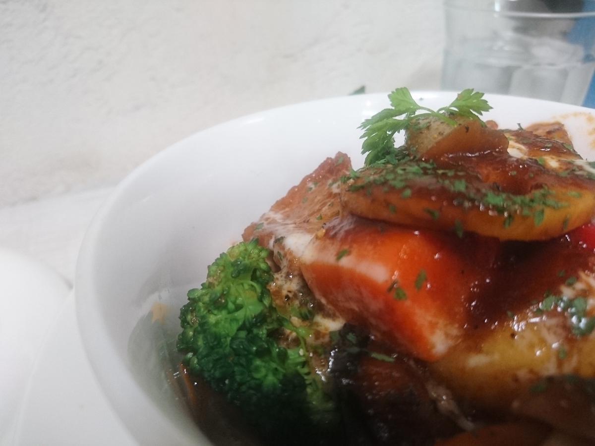 豚バラと野菜のデミグラスソース煮込みのプレート 47 -2