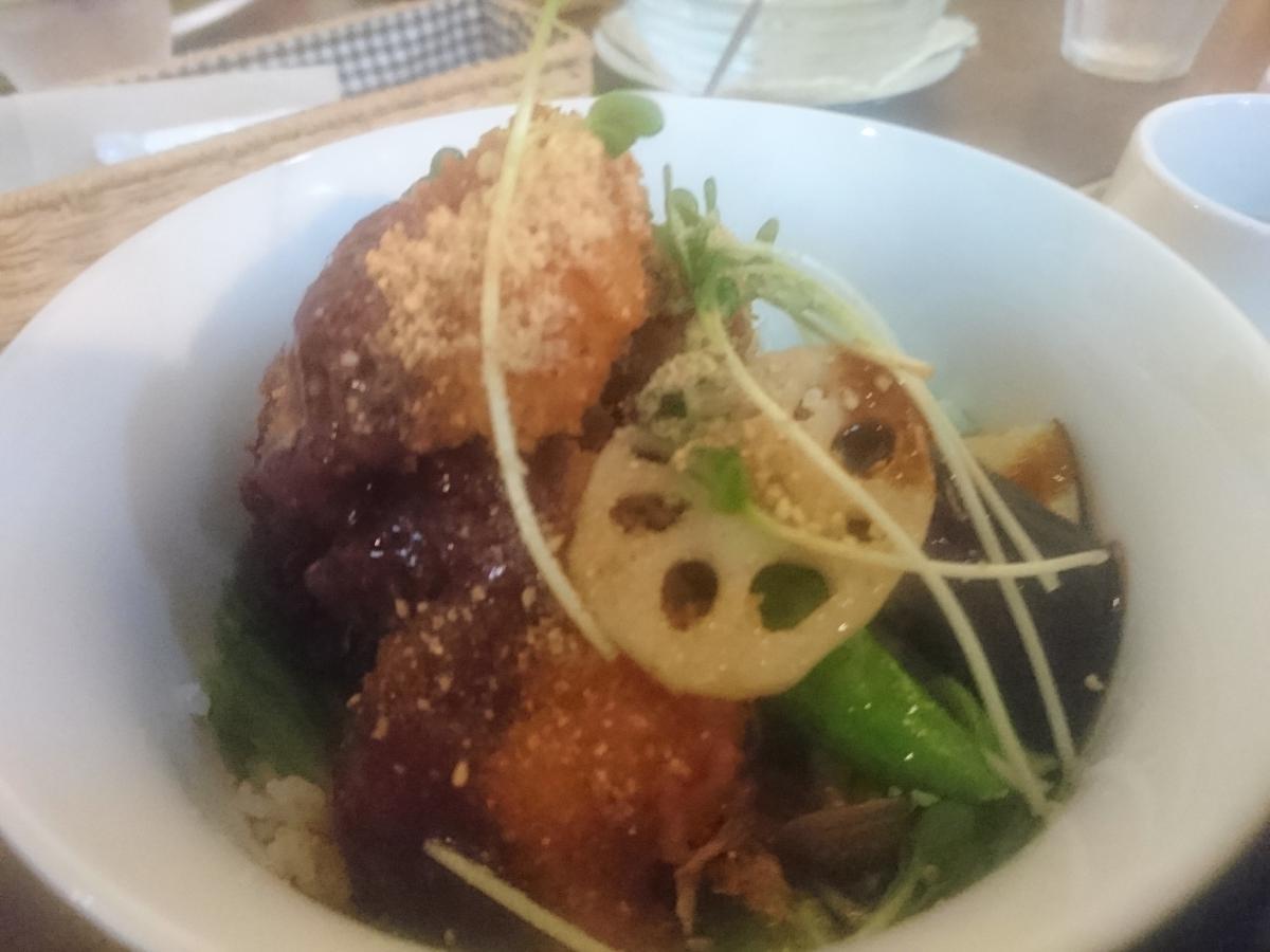 鶏もも肉と野菜のソースカツ丼 48 -3